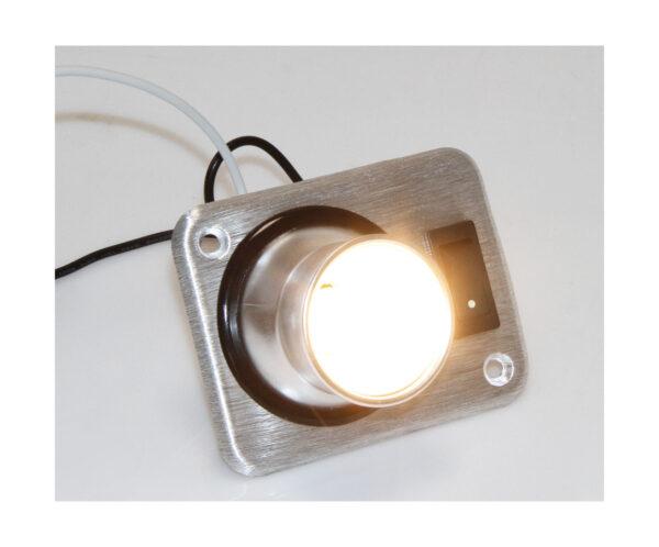 Точечные поворотные бра как вариант местного индивидуального освещения.