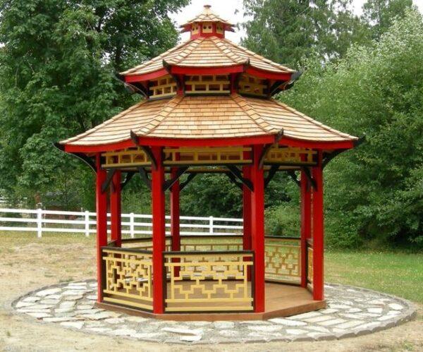 Традиционные для китайской беседки колеры: золотой, красный и чёрный