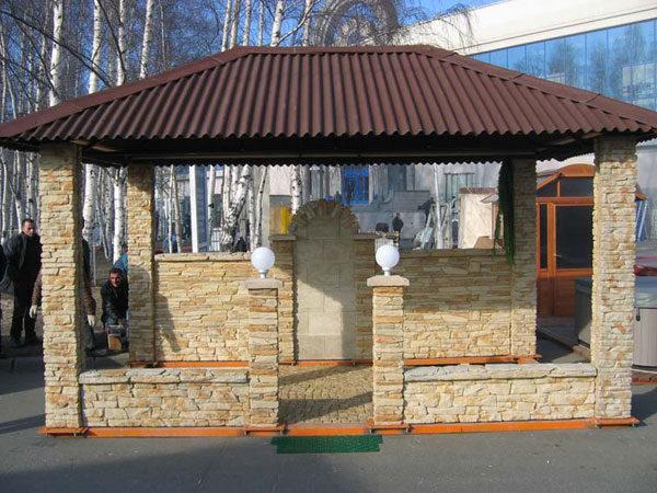 Цементный сайдинг способен имитировать природный камень.