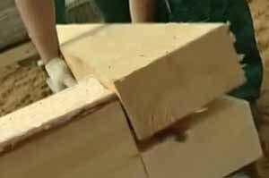 Вторая этап – укладка первого уровня деревянной обрешётки