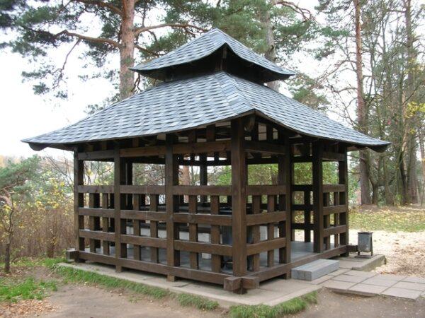 Японская беседка наглядно демонстрирует минимализм и экзотичность восточного стиля