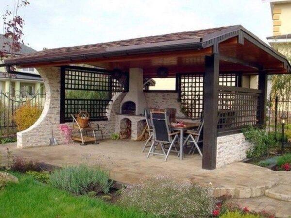 Загородный дом сейчас немыслим без уютного летнего навеса