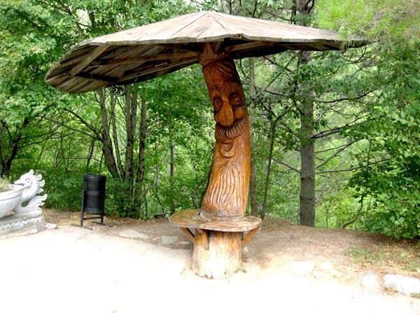 Беседка-грибок из дерева