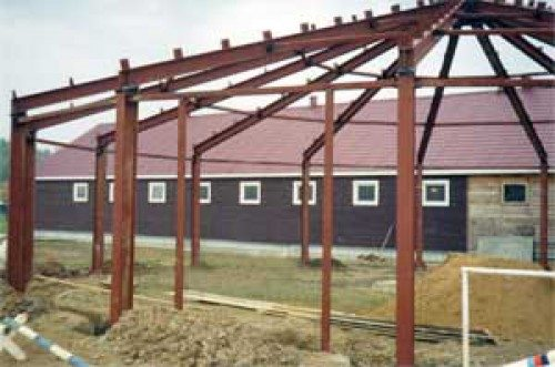 Беседка на даче из металла – процесс установки каркаса.