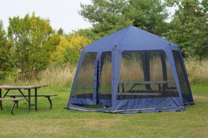 Дачный шатер с москитной сеткой.