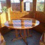 Деревянный стол для круглой беседки