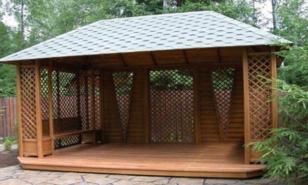 Деревянный пол удобен для ходьбы и смотрится отлично
