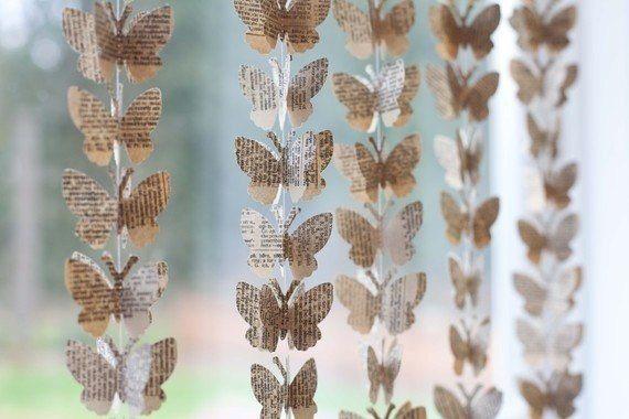 Гирлянду из бабочек можно сделать даже из простой газеты или книжных страниц