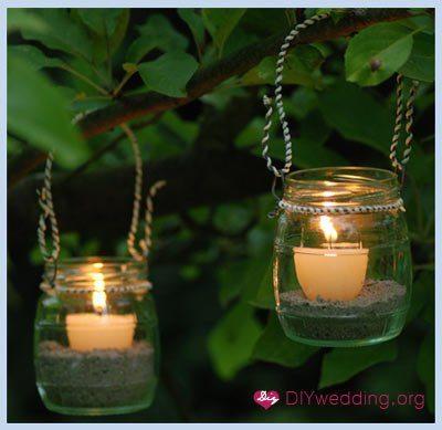 Готовые фонарики можно подвесить на деревья или поставить вдоль дорожек на участке
