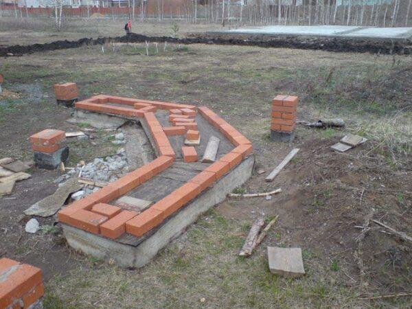 Готовый фундамент под печь-мангал в беседку.