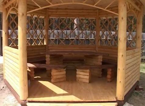 Из остатков калиброванного бревна можно изготовить и различные предметы мебели.