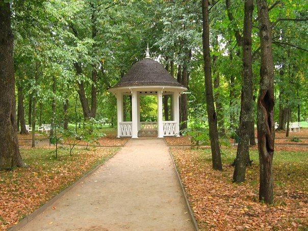 Как правило, высокие сооружения делаются в городских парках и скверах
