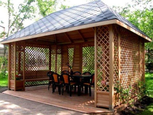 На фото – деревянные сооружения для дачи