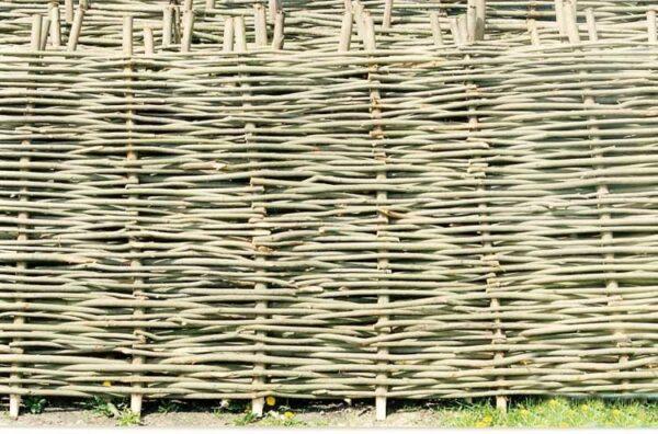 На фото плетение «корзинкой».