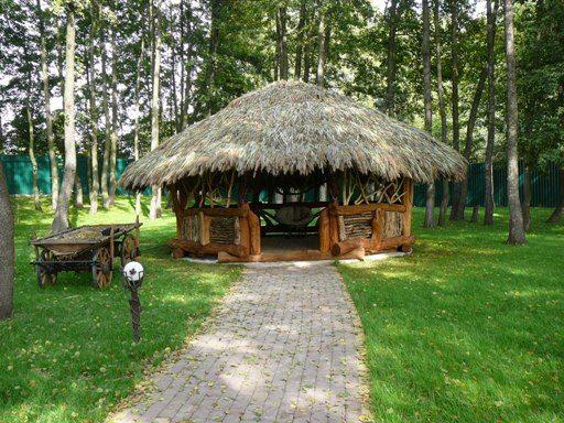 Плетень и соломенная кровля - отличительные черты украинского стиля