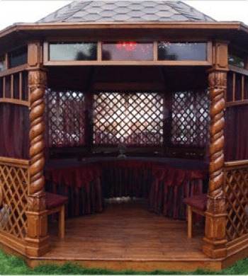 Строительство деревянной беседки может превратиться в возведение настоящего дворца – не забудем, цена при этом получается соответствующая