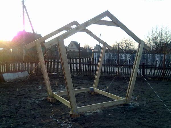 Установка пятиугольных боковых элементов конструкции